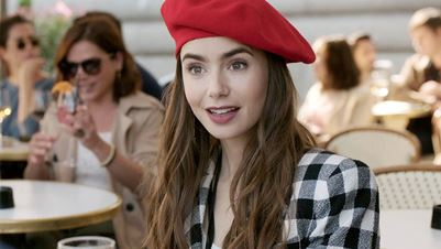 Parisian chic look: Η Lily Collins μας δείχνει βήμα – βήμα την beauty routine της